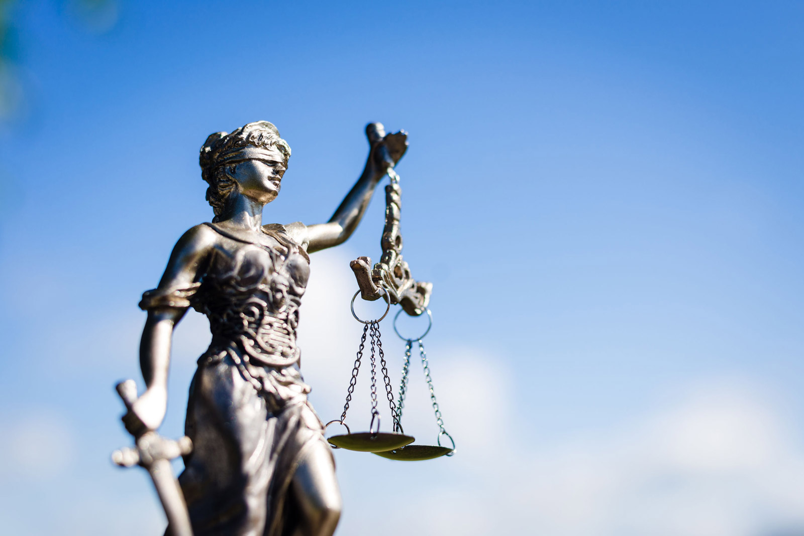 The English courts' power to exercise jurisdiction to 'hold the ring' in support of arbitration
